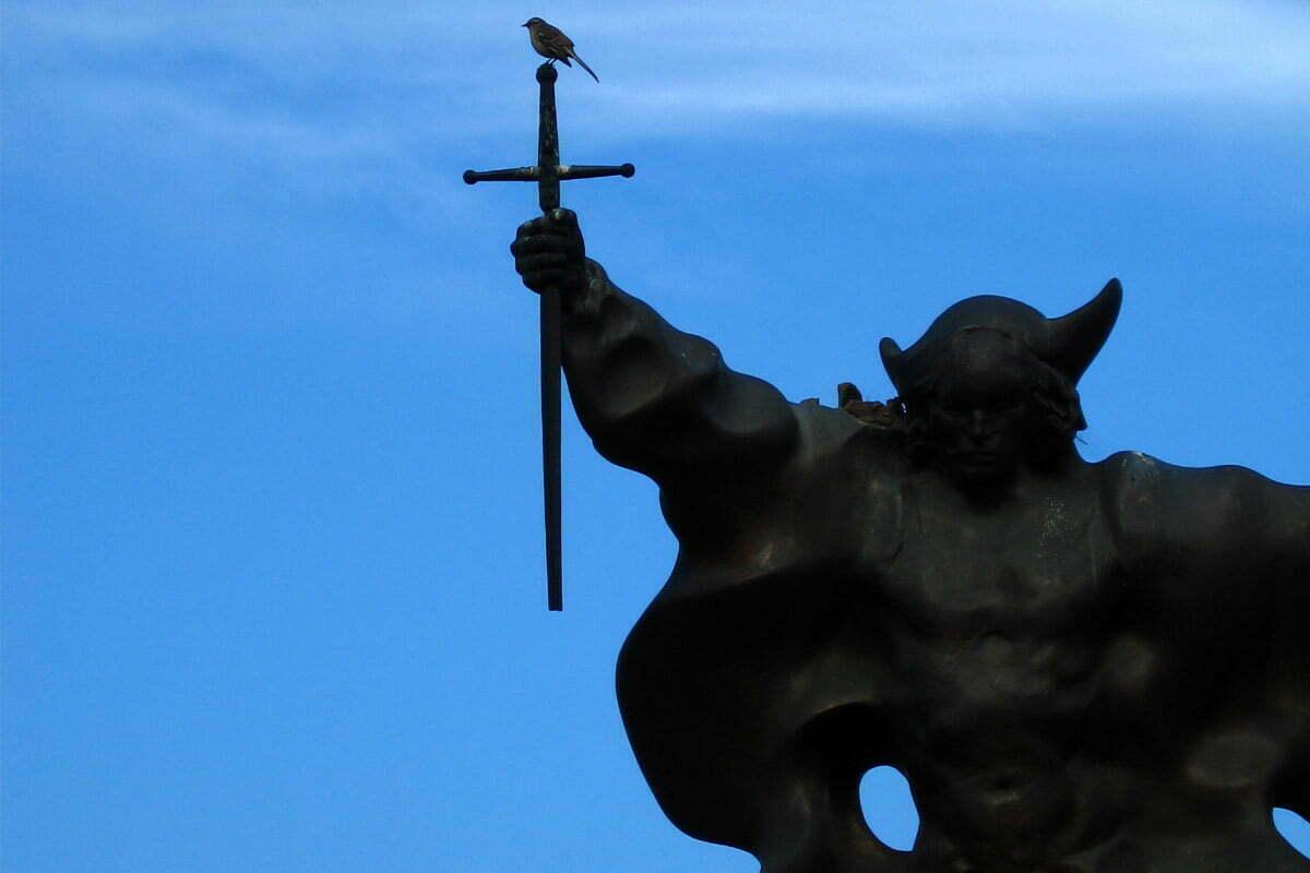 bird-on-statue