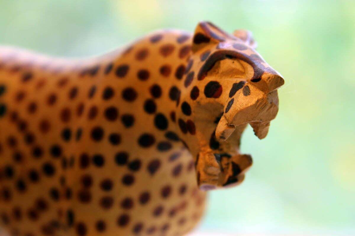 wood-carved-leopard