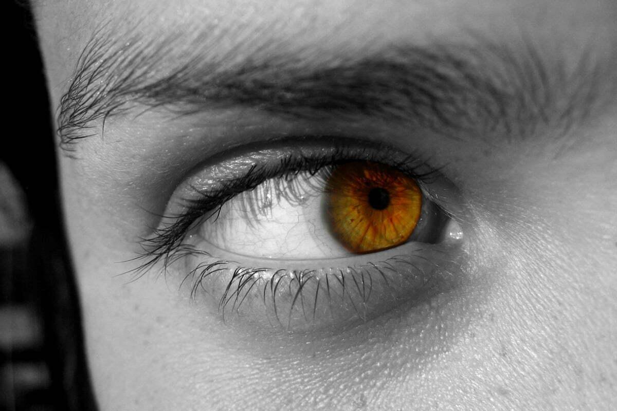 partial-color-eye
